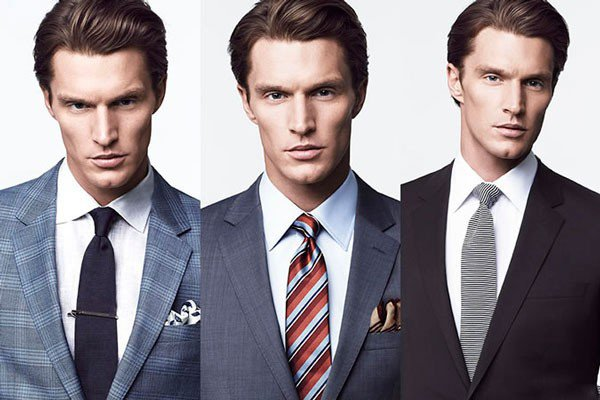 Комбинация белой рубашки и галстука