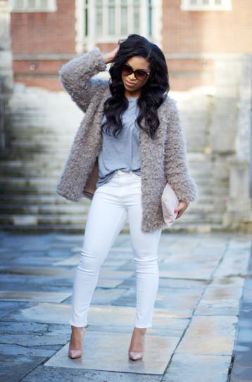 Белые джинсы верх пастельных тонов