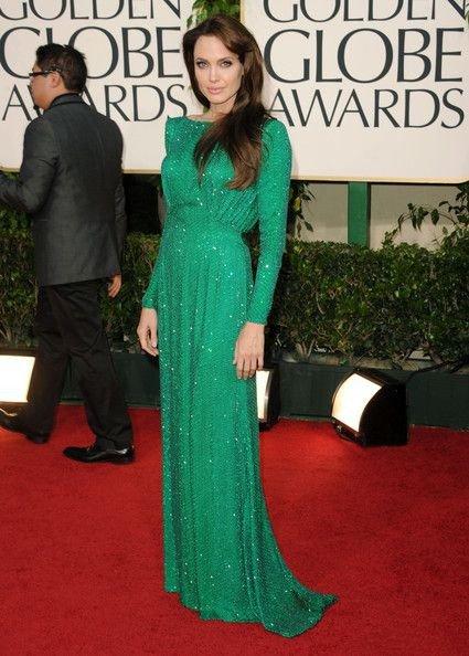Анджелина Джоли в длинном, зеленом, блестящем платье