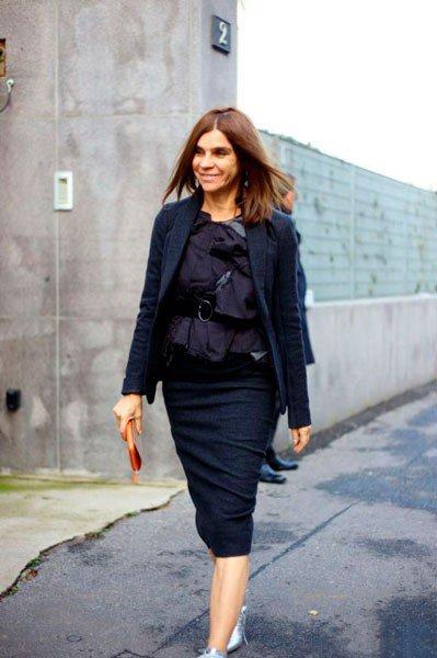 Carine Roitfeld в костюме от Bottega Veneta. Неделя моды в Милане осень/зима 2015