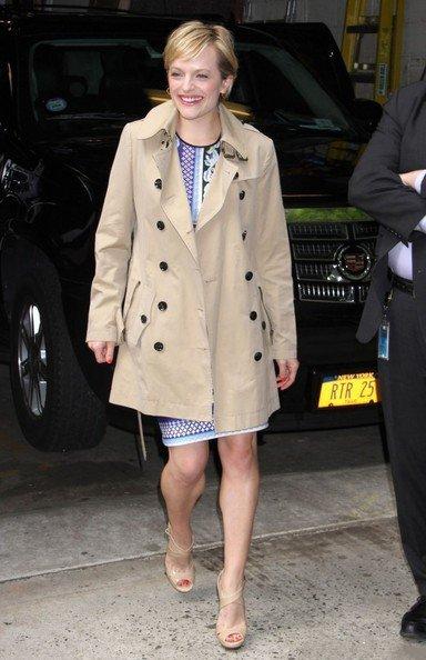 Элизабет Мосс покидает ABC studios, Нью-Йорк