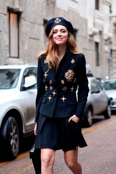 Chiara Ferragni в пиджаке с юбкой от Alberta Ferretti. Неделя моды в Милане осень/зима 2015