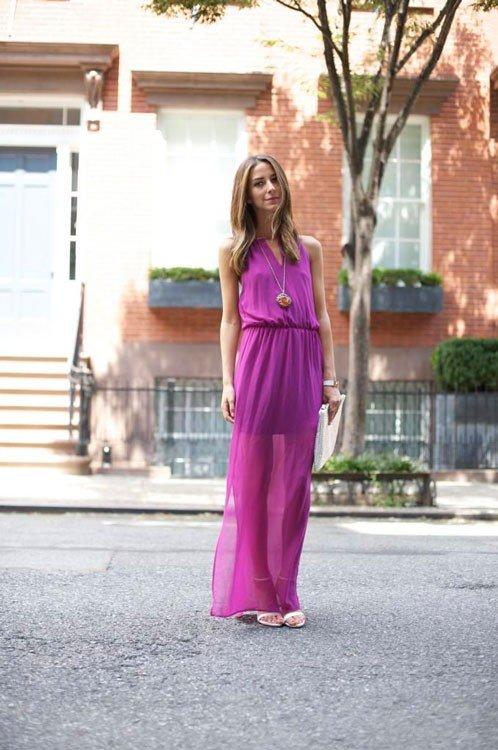 Девушки в фиолетовых платьях