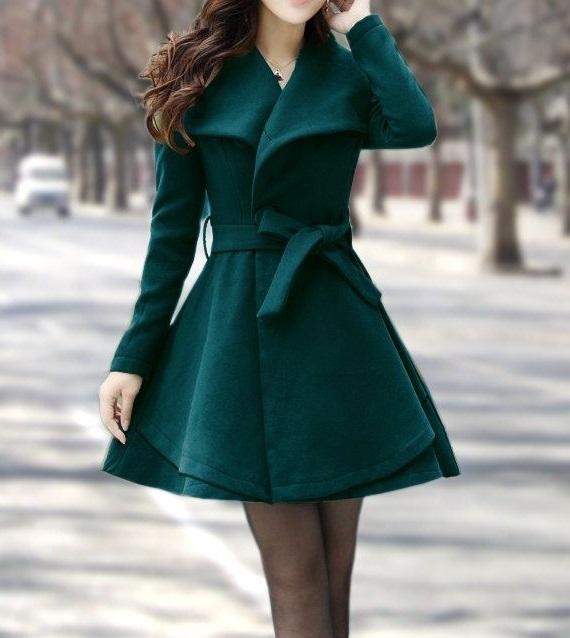 фото девушек в пальто сзади