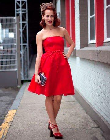 Телку в красных туфлях фото 658-104