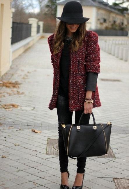 Девушка в пальто, похожем на твидовый пиджак