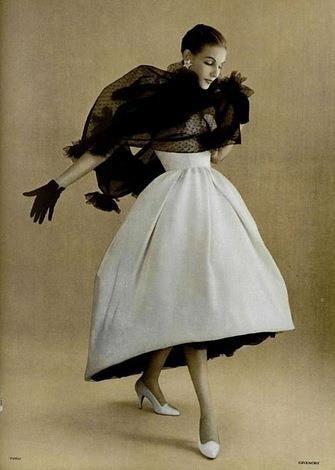 Девушка в платье Givenchy 1950 год