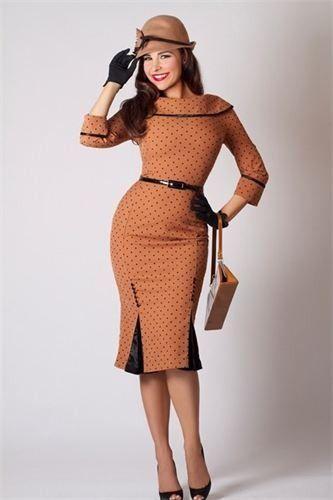 Девушка в ретро платье и шляпке