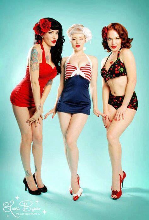 Девушки в ретро купальниках