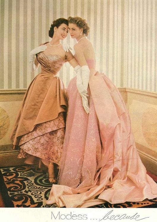 Dorian с сестрой в вечерних платьях для обложки Vogue 1953