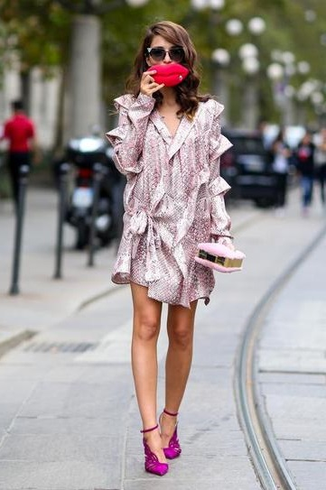 Элеонора Каризи в обалденном платье и фиолетовых туфлях