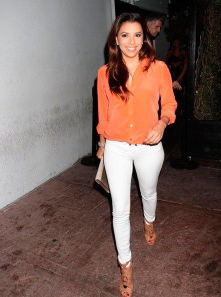 Ева Лонгория покидает ресторан после ужина