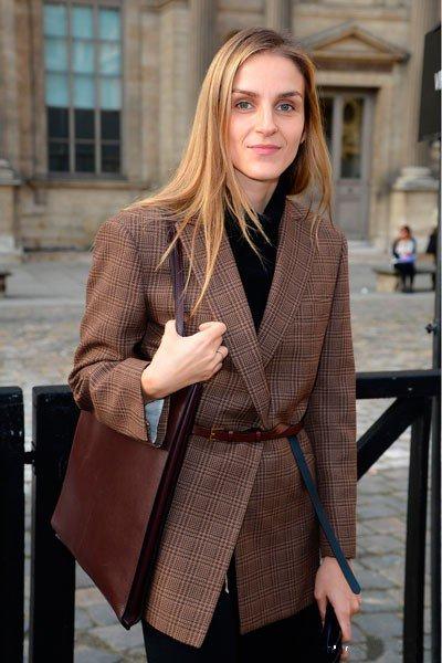 Гайя Репосси на показе Louis Vuitton в рамках Парижской недели моды (женская одежда) сезона Весна-Лето 2014 в Le Carre du Louvre 2 октября 2013 года.