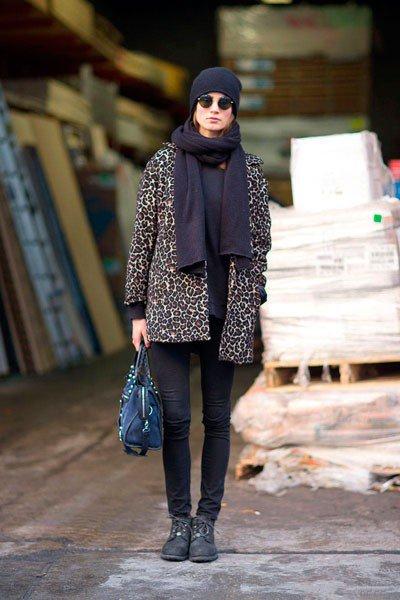 Пальто, как шкура леопарда, и шарф хомут, по моему отличный, осенний Look