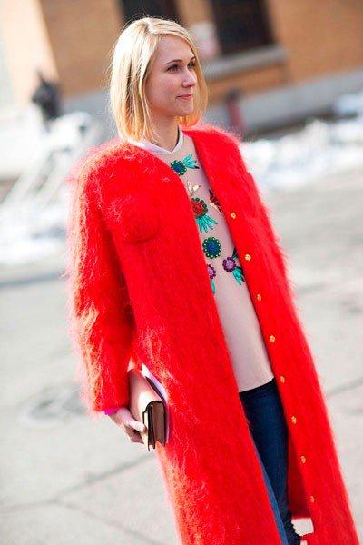 Indre Rockefeller в красном пальто