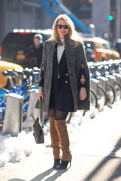 Joyann King в жакете от Chanel и накидке от Stella-McCartney