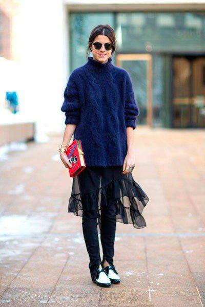 Leandra Medine в обуви от Saint-Laurent и клатчем от Olympia-Le-Tan