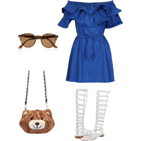 Лук с синим платьем с пояском, белые летние сапоги и плюшевая сумочка