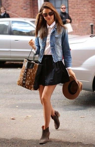 Миранда Керр в короткой юбке колокол, джинсовке и ковбойской шляпе