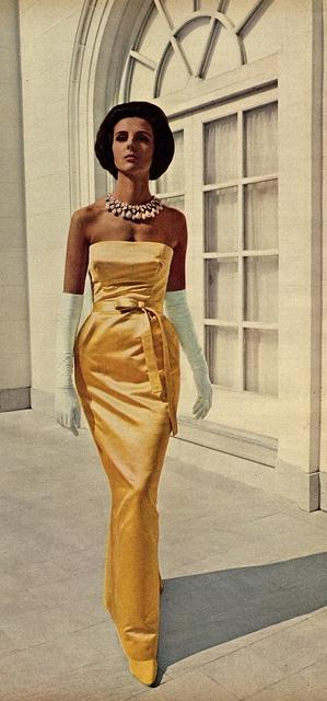 Модель Tilly Tizzani в вечернем платье от Givenchy, фотография для Vogue, 1967 год