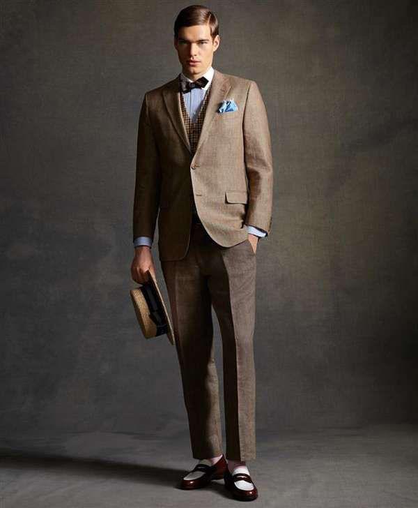 Модель в коричневом костюме тройка в стиле Великий Гетсби