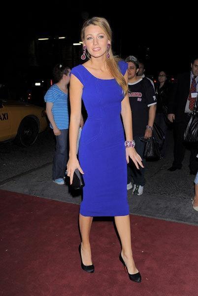 Платье голубое футляр