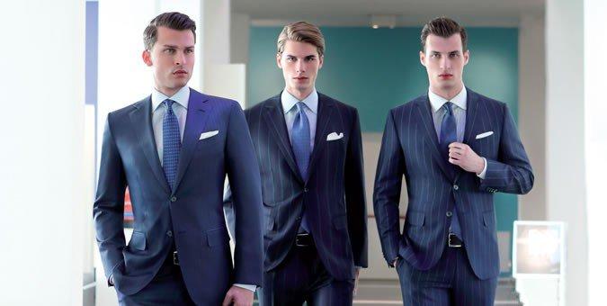 Мужчины в красивых офисных костюмах