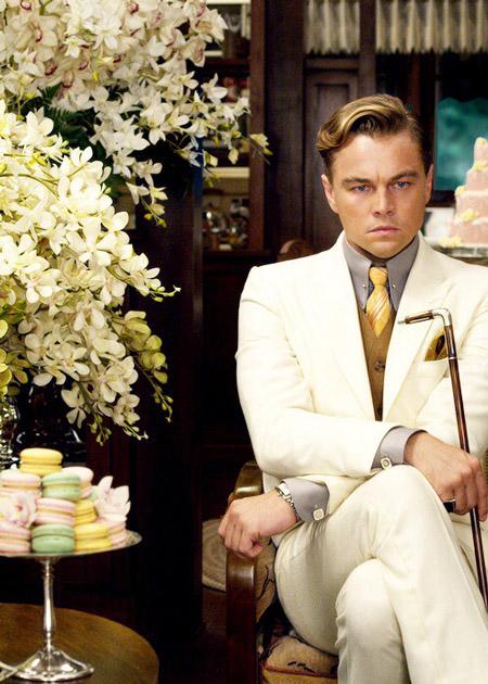 Мужской образ в стиле Гэтсби, белый костюм, коричневый жилет, рубашка