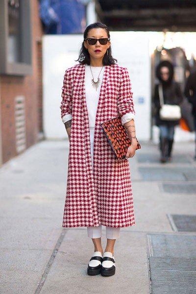 пальто от Prada, обувь от Saint Laurent