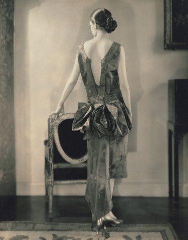 Шикарное, вечернее платье от Louise Boulanger, фото 1926 года