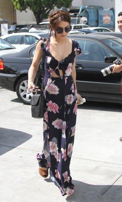 Ванесса Хадженс в цветочном макси платье