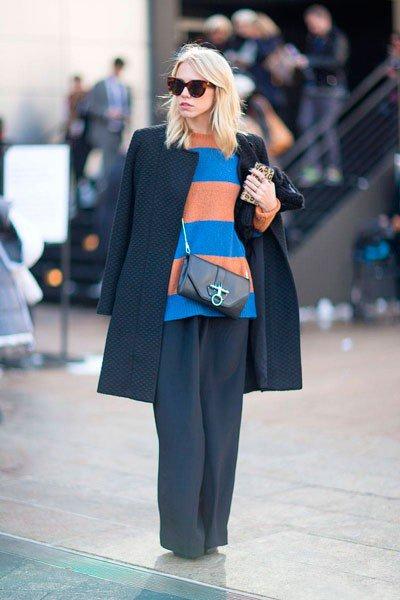 Клатч от Givenchy Obsedia и пальто от Reiss Vanity