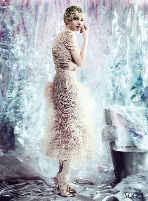 Женский образ, платье миди в стиле гэтсби