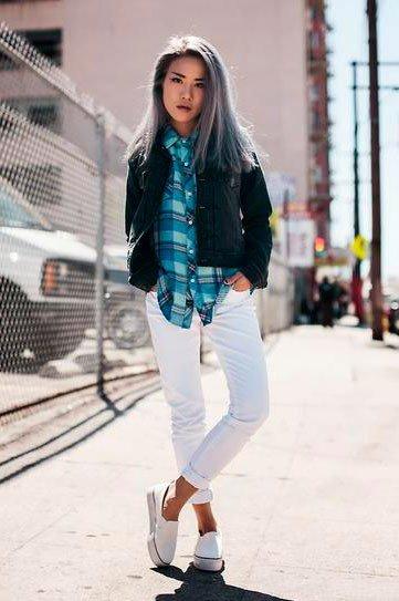 Look с белыми джинсами в стиле casual
