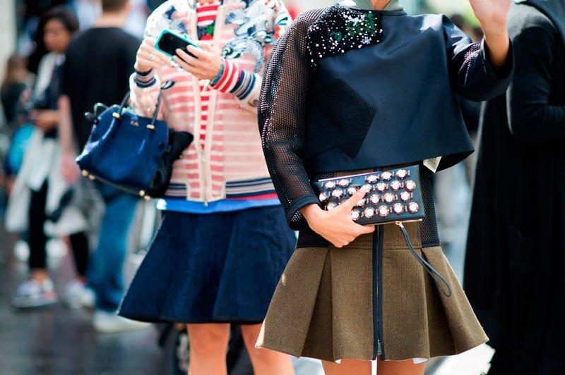 Кандела Новембре и Элиза Налин на неделе моды в Париже весна/лето 2015, в мини платьях