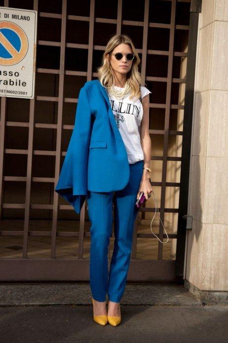 костюм офисный, сине-голубой от Prada. Уличная мода 2014, Милан