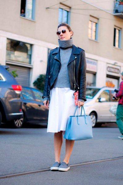 Девушка в куртке, кофте и юбке от Dolce&Gabbana. Неделя моды в Милане осень/зима 2015