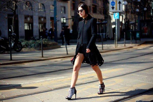Девушка в одежде от Roberto Cavalli. Неделя моды в Милане осень/зима 2015
