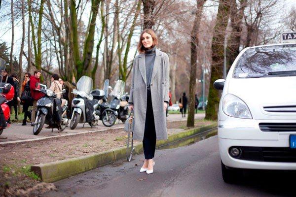 Девушка в сером пальто от Blugirl. Неделя моды в Милане осень/зима 2015