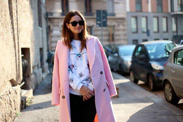 Девушка в розовом пальто от Blumarine. Неделя моды в Милане осень/зима 2015