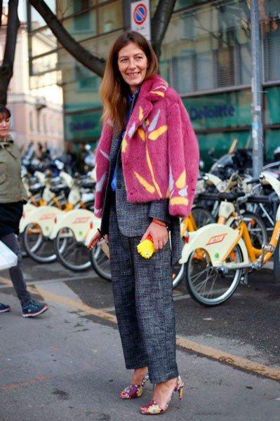 Девушка в брючном костюме от Emporio Armani. Неделя моды в Милане осень/зима 2015