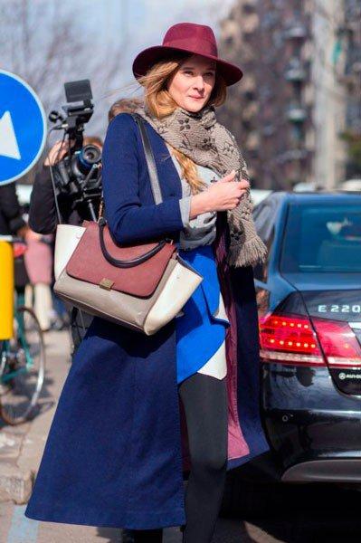 Девушка в одежде от Emporio Armani. Неделя моды в Милане осень/зима 2015