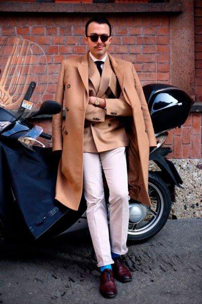 Мужчина в костюме и пальто от Ermanno Scervino. Неделя моды в Милане осень/зима 2015