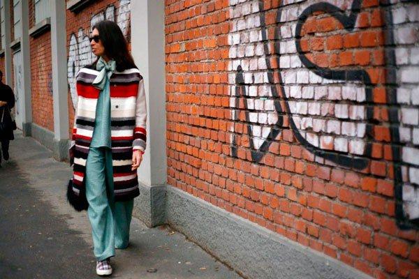 Девушка в одежде от Fendi. Неделя моды в Милане осень/зима 2015