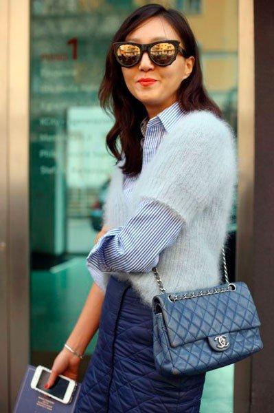 Девушка в одежде от Chanel. Неделя моды в Милане осень/зима 2015