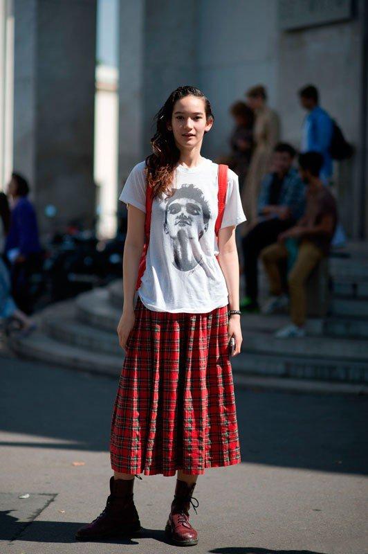 Mona Matsuoka на неделе моды в Париже весна/лето 2015, в длинной юбке