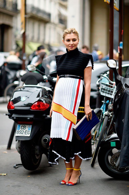 Насиба Адилова на неделе моды в Париже весна/лето 2015, в макси юбке