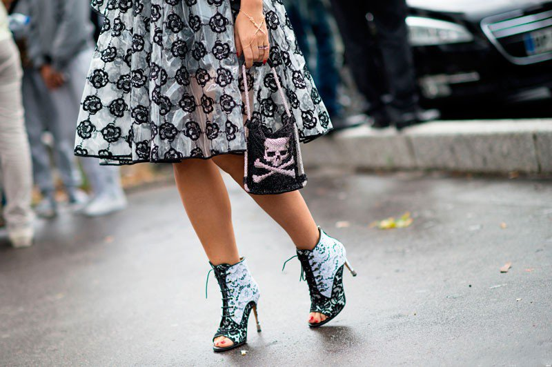 Наташа Зинько на неделе моды в Париже весна/лето 2015, в длинной юбке