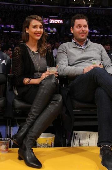 Джессика Альба в Coach, с мужем Кэшем Уорреном