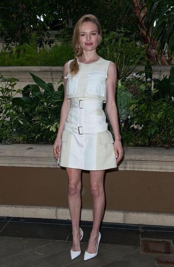 Кейт Босуорт в бежевом платье